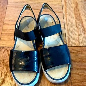 Shiny and comfortable Black patent Geox sandals